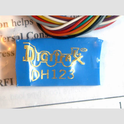 DIGITRAX DH126P Decoder with Plug